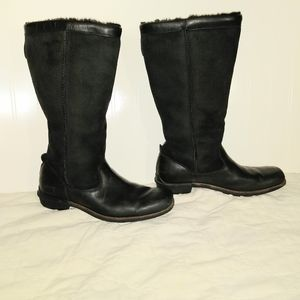 UGGs Black Leather Sheep Skin Size 9 Boots